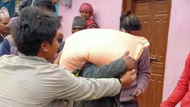 ढुवानी अनुदानमा चामल वितरण