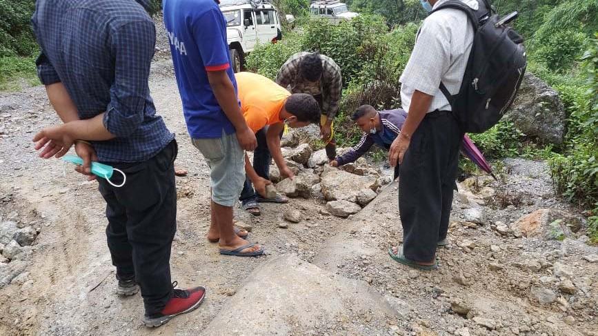 भण्डारीकाँडा–डिग्रे–मठ–राउखेत सडक पिच हुने
